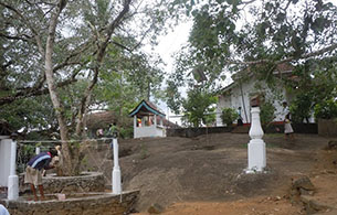 Alawathugoda Saman Dewalaya - 1.5Km